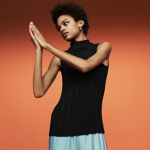 Sleeveless pleated top : Tops & Shirts color Black 210