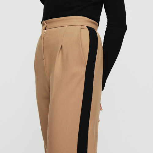 Pleated pants with contrasting stripes : Trousers color Camel